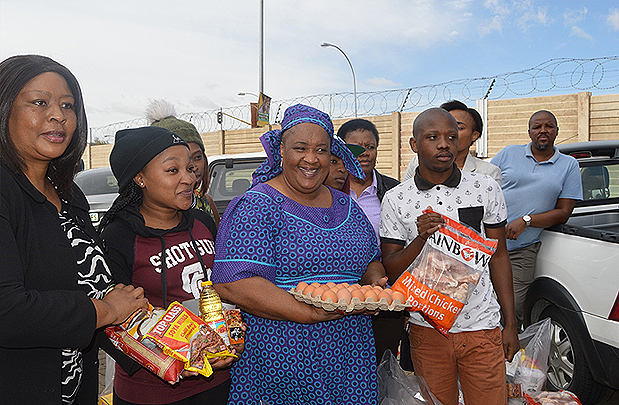 MEC-ISSUES-FOOD-PARCELS-TO-DISADVANTAGED-STUDENTS